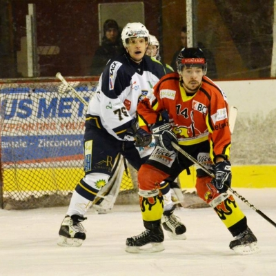 Ag., Hervé Meyer, du Villars HC et devant lui, David Vaucher, du HCFM (par Photo PH)